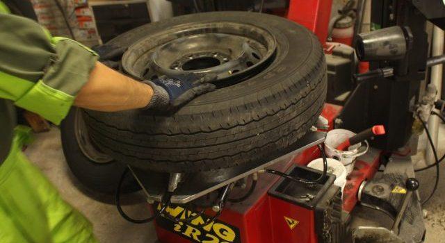 各種タイヤ取扱い